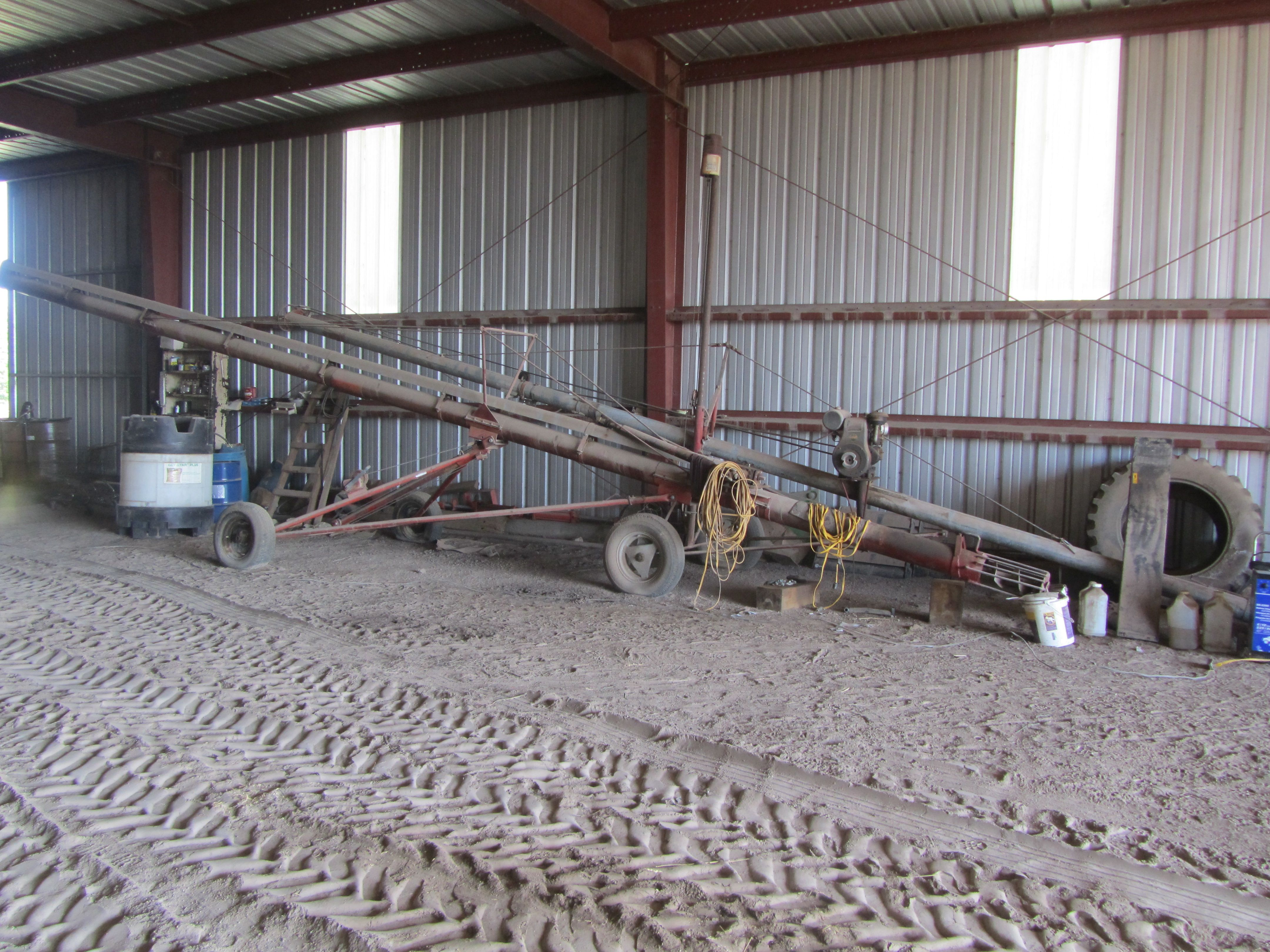 Item 21 in FARM MACHINERY AUCTION gallery