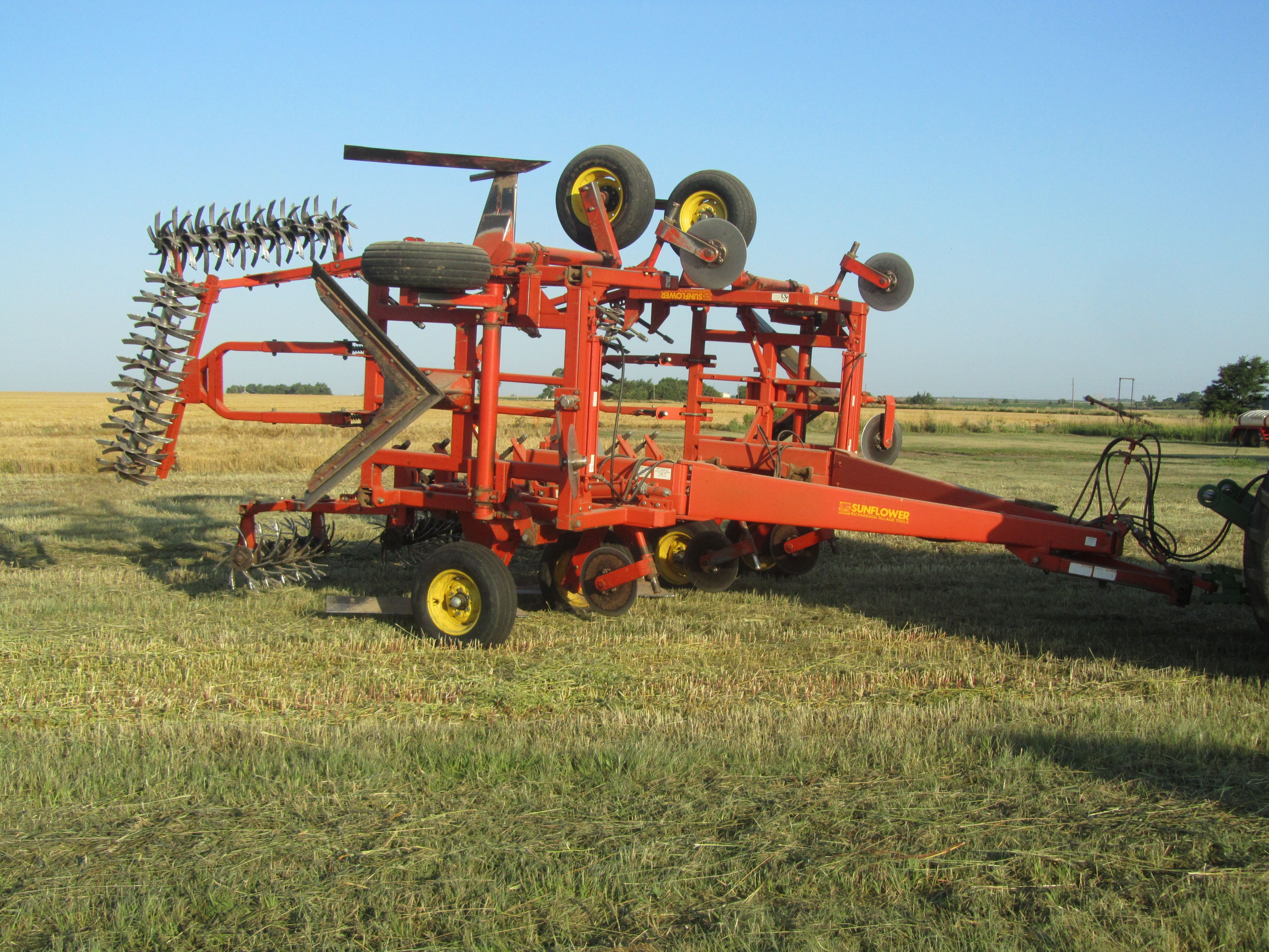 Item 3 in FARM MACHINERY AUCTION gallery