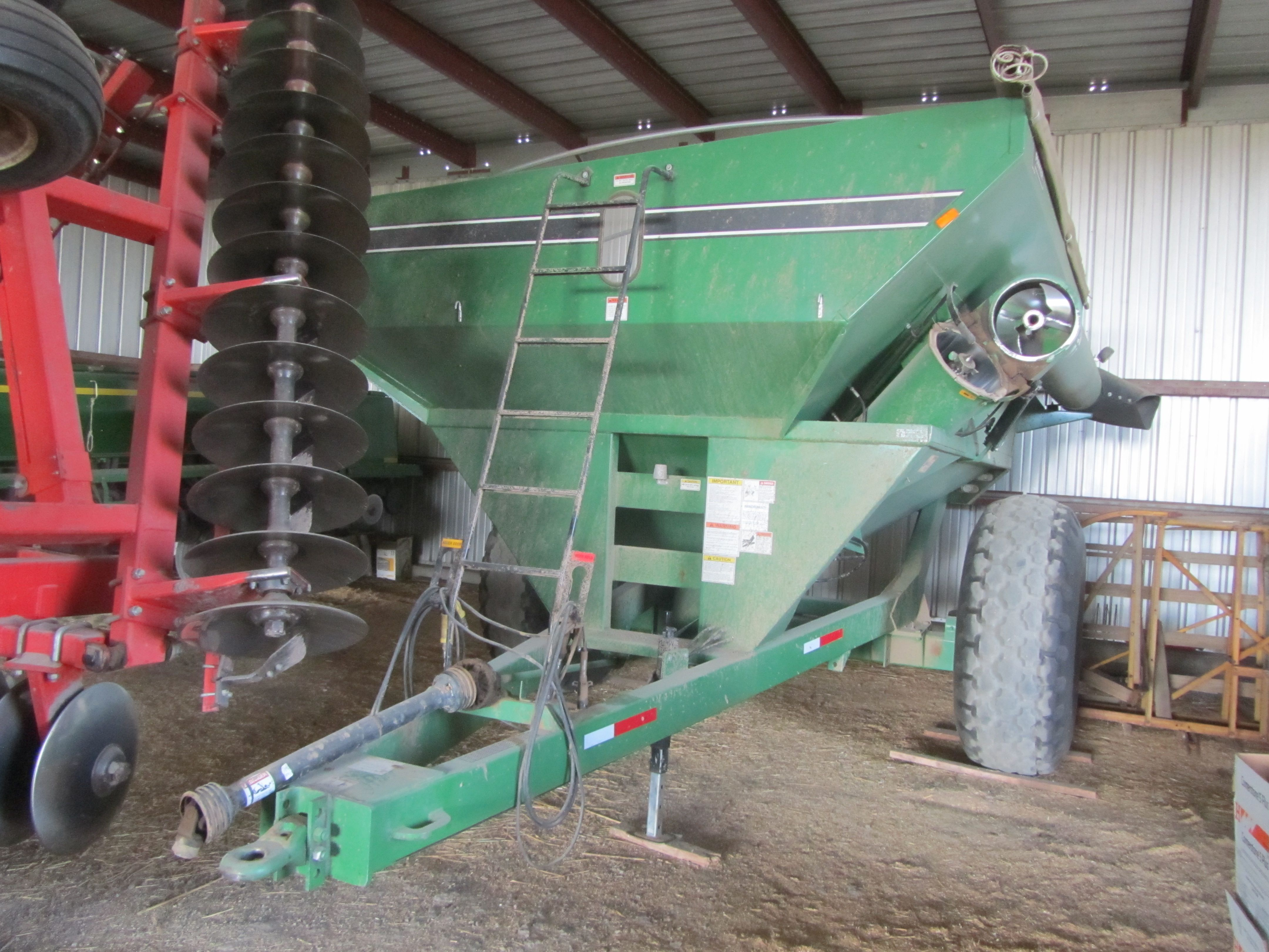 Item 26 in FARM MACHINERY AUCTION gallery
