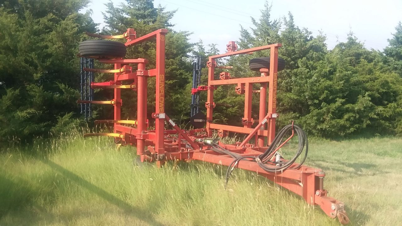 Item 20 in FARM MACHINERY AUCTION gallery